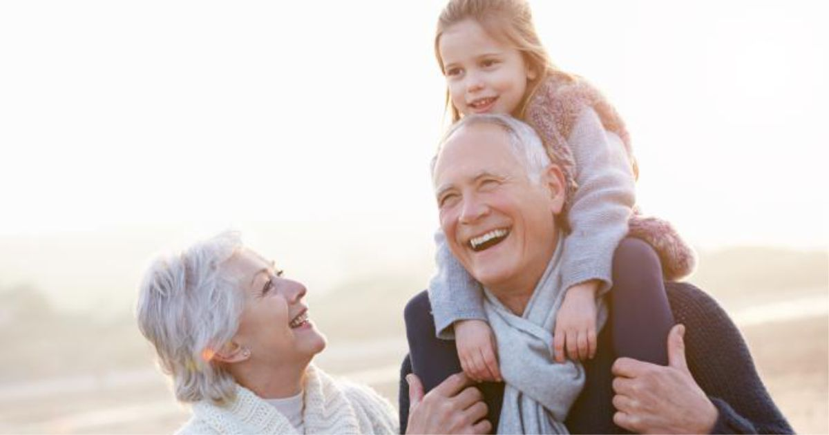 Пора готовить поздравления бабушкам и дедушкам